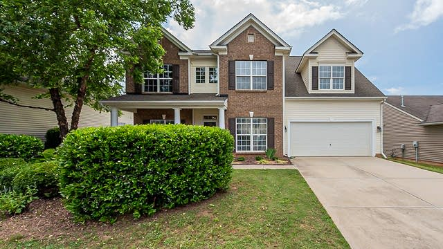 Photo 1 of 27 - 8332 Chatsworth Dr, Fort Mill, SC 29707