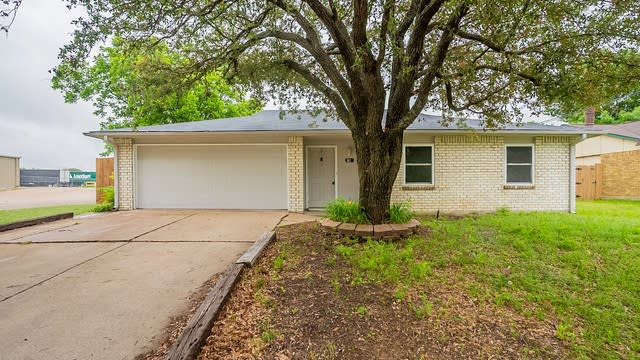 Photo 1 of 23 - 301 S Willow St, Mansfield, TX 76063