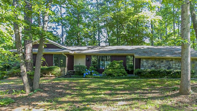 Photo 1 of 28 - 522 Laura Ln NW, Kennesaw, GA 30144