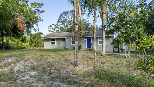 Photo 1 of 26 - 917 Mimosa Dr, Chuluota, FL 32766