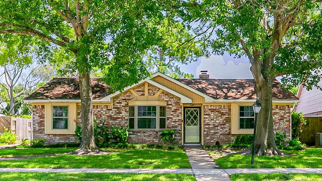 Photo 1 of 28 - 12206 Meadowdale Dr, Meadows Place, TX 77477