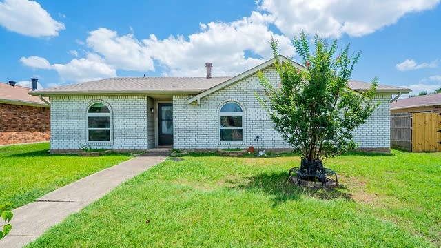 Photo 1 of 19 - 5032 Shannon Dr, The Colony, TX 75056