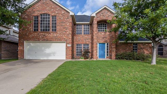 Photo 1 of 28 - 901 Chestnut Ave, Burleson, TX 76028