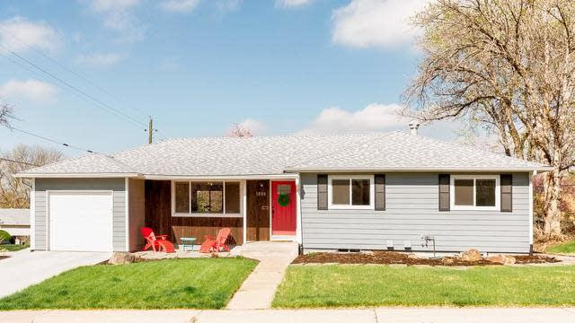 Photo 1 of 27 - 1899 S Forest St, Denver, CO 80222