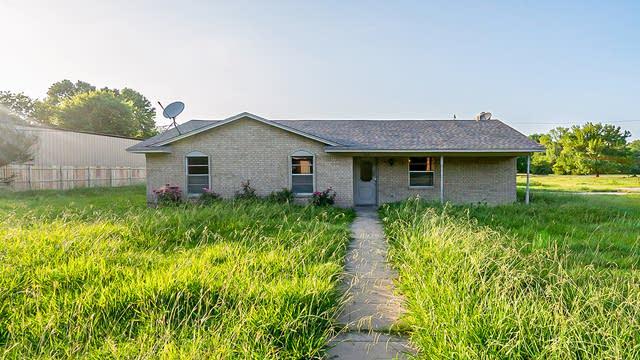 Photo 1 of 26 - 109 Lakewood Dr, Waxahachie, TX 75165
