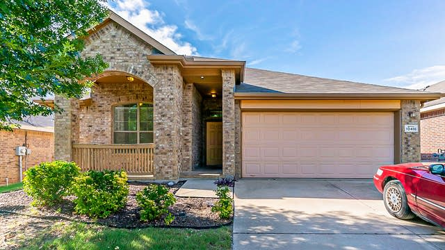 Photo 1 of 21 - 10416 Sixpence Ln, Fort Worth, TX 76108