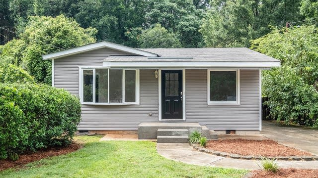Photo 1 of 17 - 3837 Ironwood St, Charlotte, NC 28206