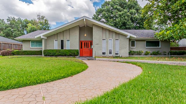 Photo 1 of 32 - 4927 Forest Bend Rd, Dallas, TX 75244