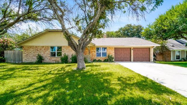Photo 1 of 35 - 1205 Tumbleweed Dr, New Braunfels, TX 78130