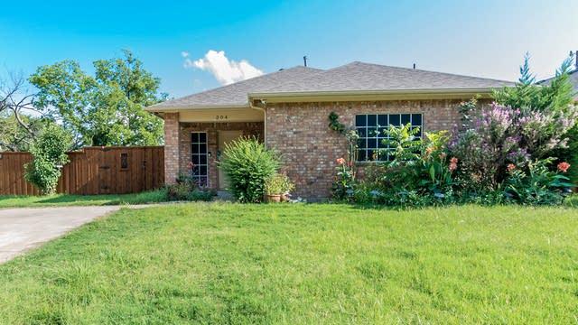 Photo 1 of 20 - 304 E Ross St, Rockwall, TX 75087