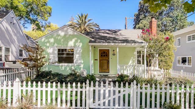 Photo 1 of 32 - 2215 22nd St, Sacramento, CA 95818