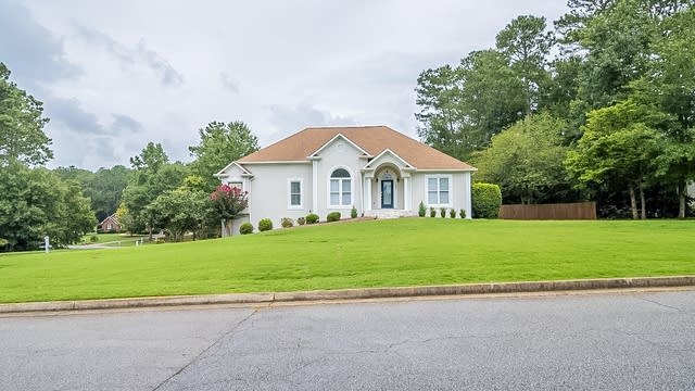 Photo 1 of 31 - 1050 E Lakehaven Way, McDonough, GA 30253