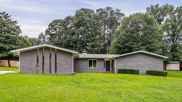 Photo 1 of 27 - 345 Dickson St, Fayetteville, GA 30214