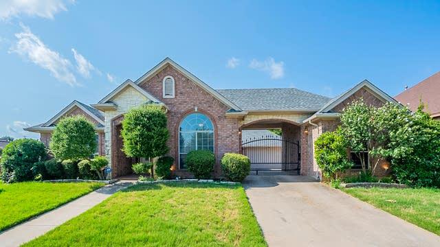 Photo 1 of 27 - 7828 Vineyard Ct, North Richland Hills, TX 76182